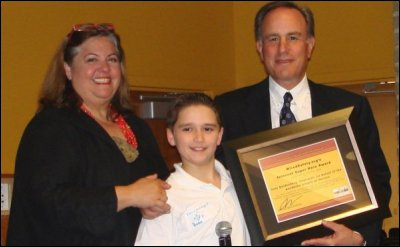 2008 StopCyberbullying Conference: Tweenangel Ryan with Parry, present Ivan Seidenberg, CEO at Verizon, with his Internet Superhero Award.